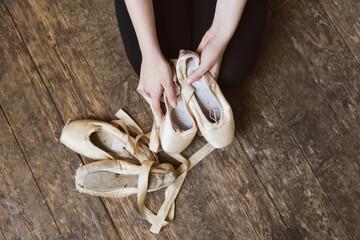 Ballet dancer holding a ballet pointe