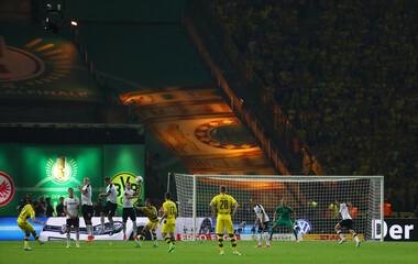 Borussia Dortmund's Gonzalo Castro takes a free kick