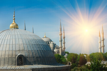 Beautiful view of the famous Blue Mosque (Sultanahmet Camii). Istanbul. Turkey.