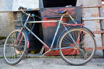 Old abandoned bycicle