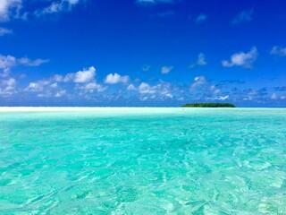 Small Motu (island) in the beautiful turquoise lagoon of Marlon Brando's atoll Tetiaroa, Tahiti, French Polynesia