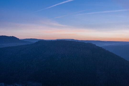 Berg mit Sonnenuntergang