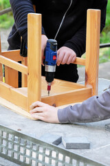 Work with cordless screwdriver