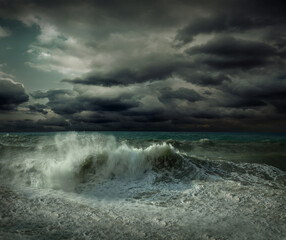Foto op Plexiglas Onweer View of great storm on the sea. Strong wind and big waves with s