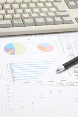 ビジネスイメージ パソコンとペンと資料
