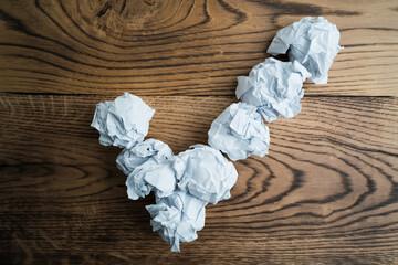 Papierkugeln bilden Haken