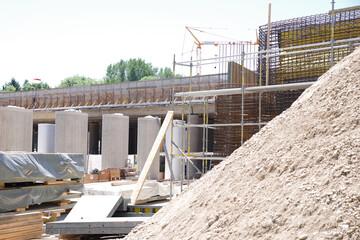 Brückenbau, Baustelle an der Autobahn