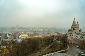 漁夫の砦とブダペストの市街風景