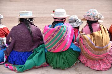 Femmes péruviennes en costume traditionnel à Chivay au Pérou