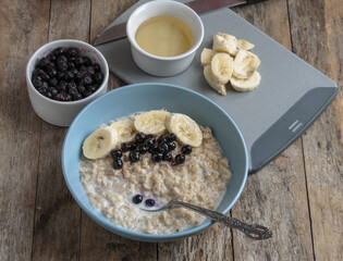Breakfast: oatmeal with bananas and blueberries