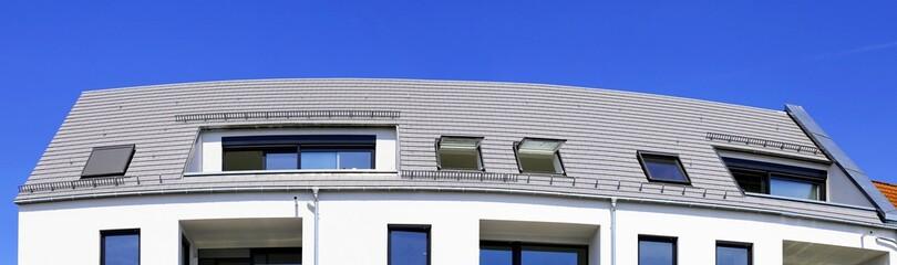 Panoramabild von einem neuen Dach
