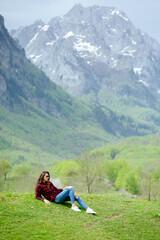 Fototapeta fashion woman relax in mountains