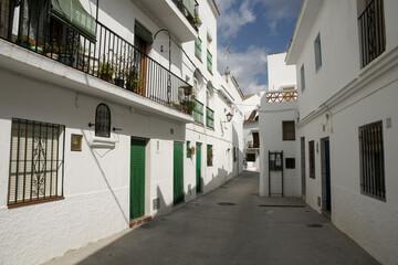 Foto auf AluDibond Gezeichnet Straßenkaffee calles del municipio de Istán en la comarca de la sierra de las nieves, provincia de Málaga, Andalucía