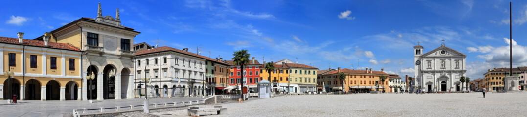 """Panorama des Hauptplatzes (""""Piazza Grande"""") von Palmanova / Friaul / Italien"""