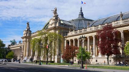 Photo of famous Grande Palais on a spring morning, Paris, France Fototapete