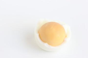 ゆで卵を剥く