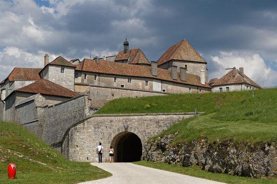 Entrée principale du Château de Joux