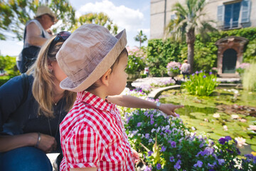 baby learn plants at the botanical garden teacher