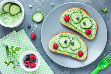 Funny sandwiches like a frog for kids