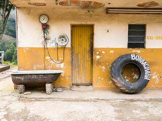 Old pressure gauge in old tire repair in Brazil