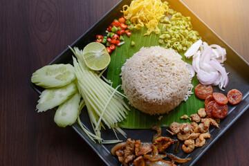 Obraz Thai food - Rice mixed with shrimp paste (Kao Cluk Ka Pi) with side dish as a mango, lemon, chili, cucumber, scrambled egg, cow-pea, shallots, Chinese sausage, dried shrimp and pork - fototapety do salonu