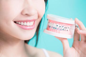 woman take false tooth