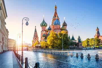 Собор Василия Блаженного и утреннее солнце St. Basil's Cathedral and the morning sun