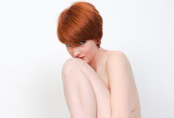 rothaarige frau in dessous und nackt