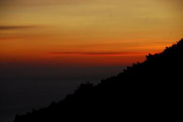 山の朝焼け/北海道・利尻岳の中腹から眺める朝焼けの風景
