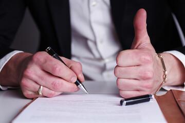 Prüfung eines Vertrages