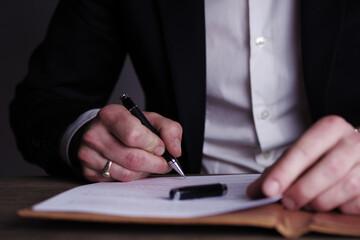 Einen Vertrag unterzeichnen, Unterschrift