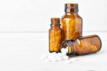 Drei Flaschen mit Tabletten