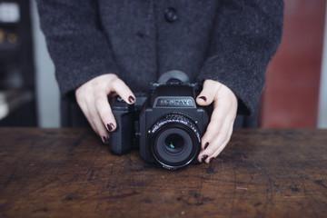 appareil photo dans les mains du photographe