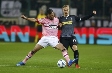Moenchengladbach's Wendt and Juventus' Sturaro fight for the ball during their Champions League group D soccer match in Moenchengladbach