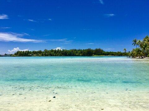 Beautiful view on the turquoise lagoon of Bora Bora, Tahiti, French Polynesia
