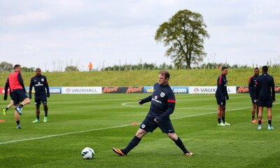 England's Wayne Rooney (C) during training