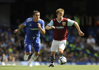 Chelsea's Frank Lampard (L) in action with Burnley's Wade Elliott