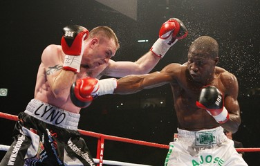 Ajose Olusegan v Colin Lynes Commonwealth Light-Welterweight Title