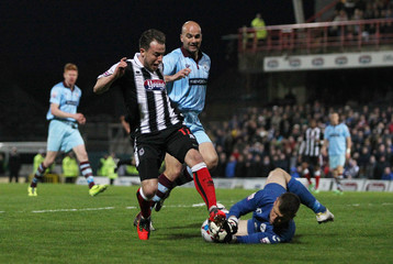 Grimsby Town v Gateshead - Skrill Premier Play-Off Semi Final First Leg