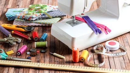 machine à coudre et pièces de tissu 1