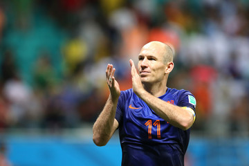 Holland's Arjen Robben applauds the fans at the end of the game