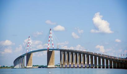Foto auf Gartenposter Bridges Le célèbre pont suspendu de Saint Nazaire, en Loire Atlantique, France