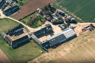Vue aérienne d'une ferme près de Villervault en France