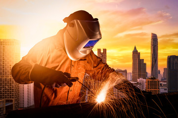 Industrial worker welding steel structure for infrastructure building project. photo concept for Construction industry and engineering work.