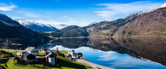 Die Spiegelungen im Fjord