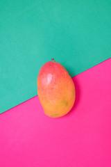 Exotische Frucht auf buntem Hintergrund Sommer Symbol - Gute Laune - Pop Art Design