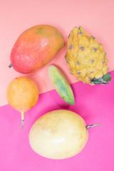 Tropische Früchte auf buntem Hintergrund Pop Art Design