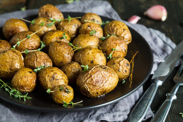 Potatoes baked with herbs