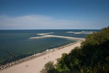 Widok na plażę z klifu w Jarosławcu