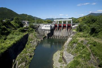 三瀬谷ダム、列車内から撮影・5月